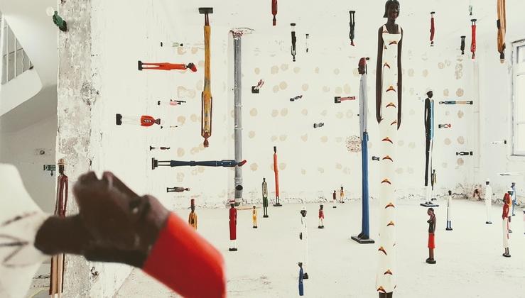 Pascale Marthine Tayou, Shanghai Colonial, 2019, vue de l'exposition Maintenant ou jamais, Galleria Continua, juillet 2021, ex-bâtiment des P.T.T., Paris, Le Marais